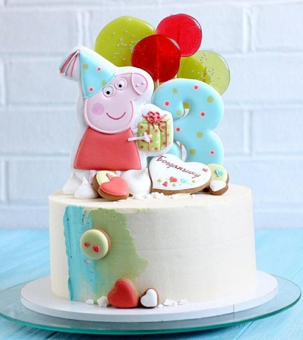 gâteau peppa pig décoré de biscuits