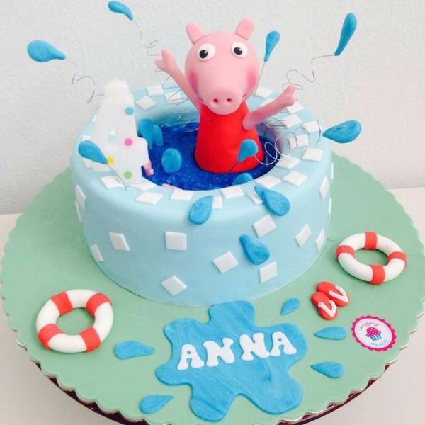 gâteau peppa pig la petite cochonne dans la piscine