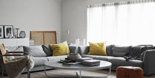 idée déco salon gris jaune et brun avec le gris