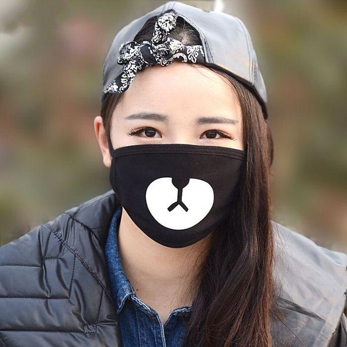 masque de protection design en noir contre le virus