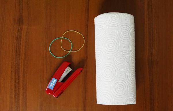 masque hygiénique anti-coronavirus fait à partir de papier essuie-tout