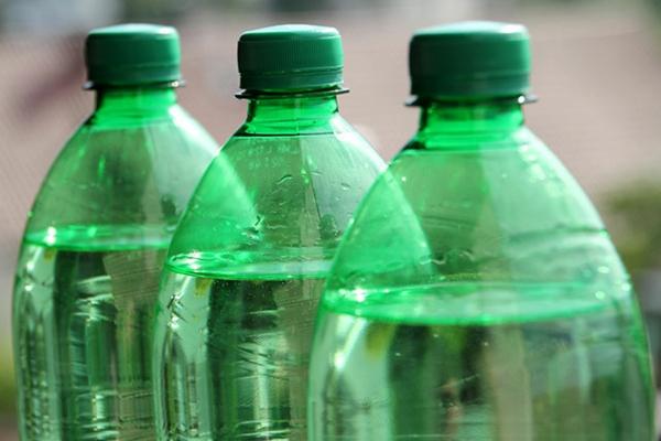 microplastique dans les bouteilles d'eau