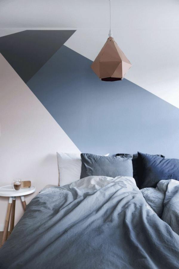 peinture géométrique blanc bleu et rose poudre chambre