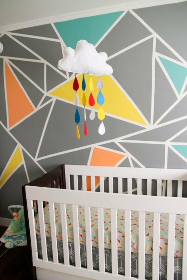 peinture géométrique triangles chambre bébé