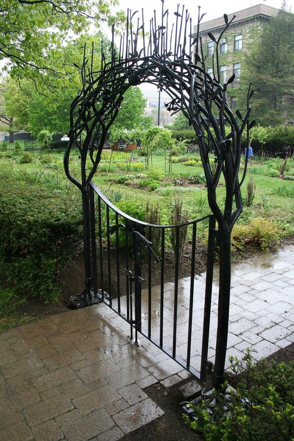 portillon de jardin eb fer forgé imitation branchage