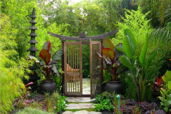 portillon de jardin en bois de style asiatique