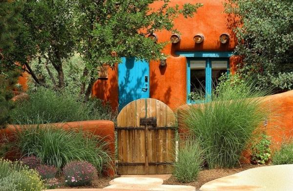 portillon de jardin en bois et fer et clôture de jardin en béton