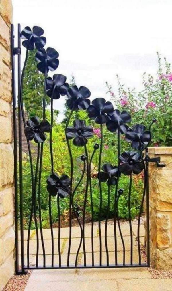 portillon de jardin en fer forgé fleurs
