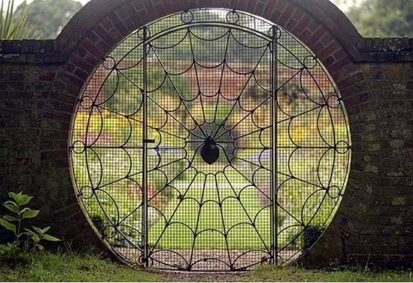 portillon de jardin en fer forgé toile d'araignée