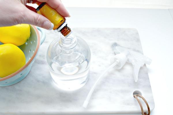préparer nettoyant multi-usage maison avec de l'huile essentielle
