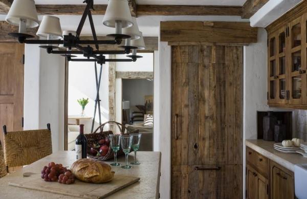 cuisine chalet une vieille porte