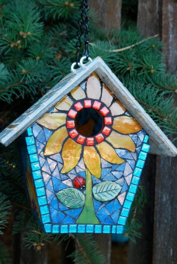 diy cabane à oiseaux décorée de verre pour vitrail