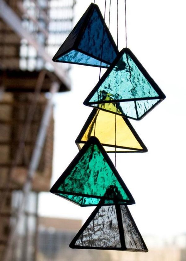diy déco de fenêtre pyramides verre pour vitrail