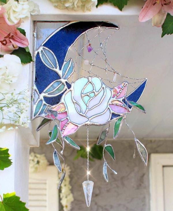 diy déco de fenêtre rose en verre pour vitrail