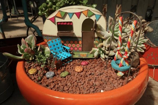 diy jardin de fée avec caravane plantes succulentes et balançoire