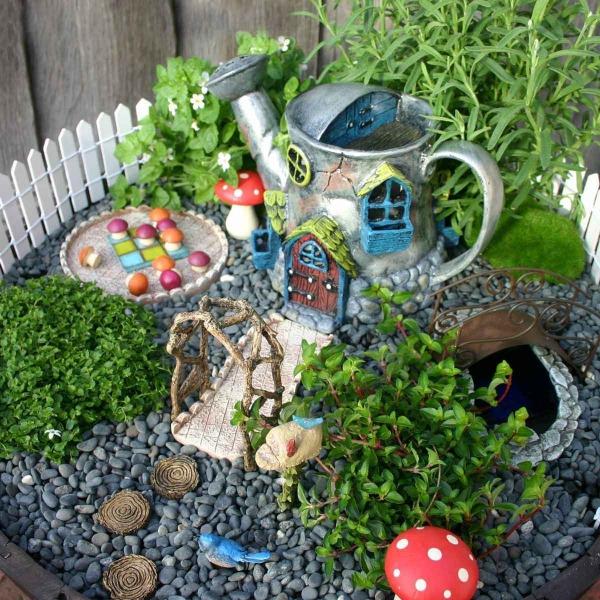 diy jardin de fée avec maison arrosoir