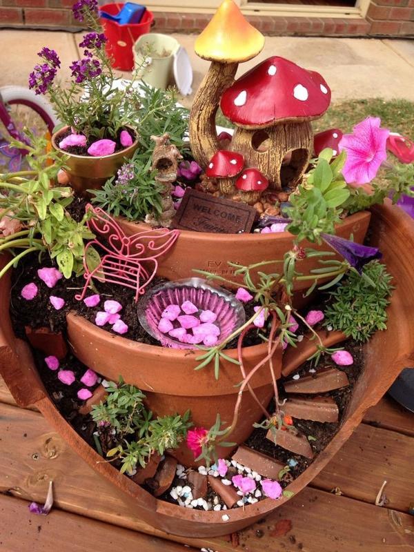 diy jardin de fée avec maison champignon et escalier