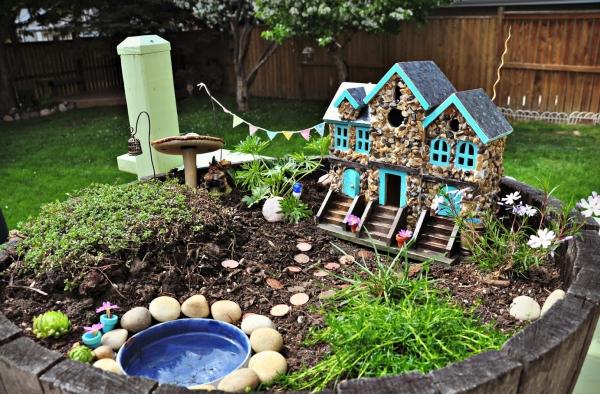diy jardin de fée avec maison en pierre et petit bassin d'eau