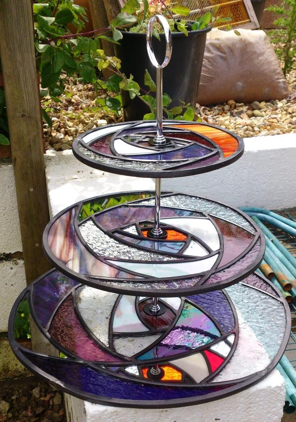 diy support gâteau décoré de verre pour vitrail