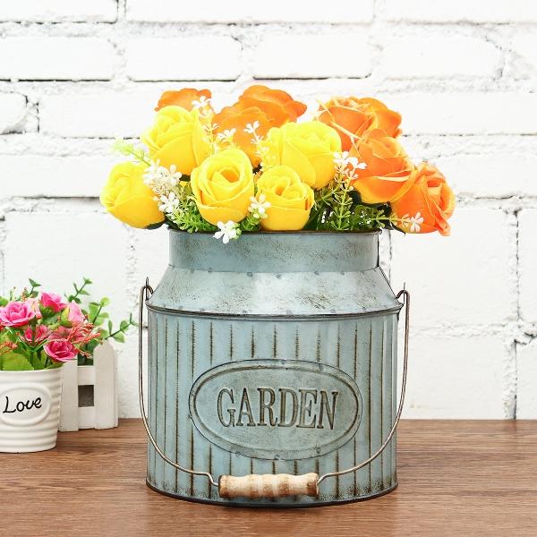 fabriquer un pot de fleurs seau-jardinière