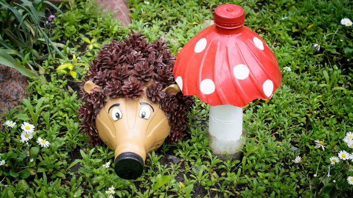 hérisson et champignon déco jardin en plastique idée recyclage bouteille plastique