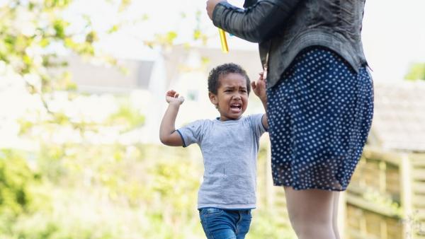 la quarantaine enfant agressif