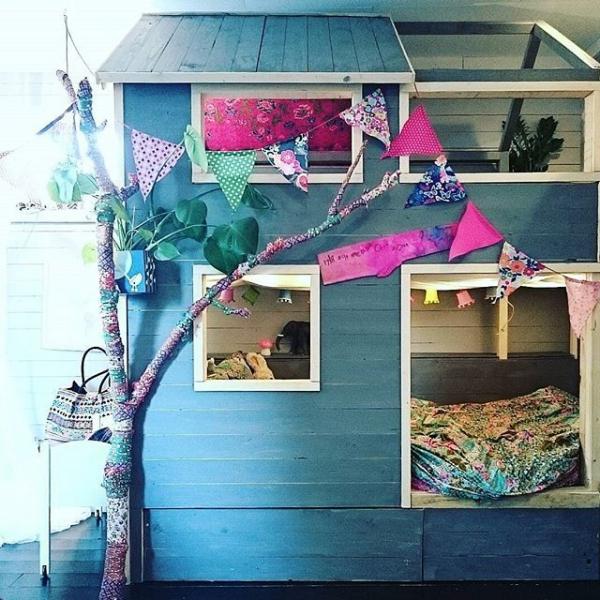 lit enfant mezzanine comme une cabane