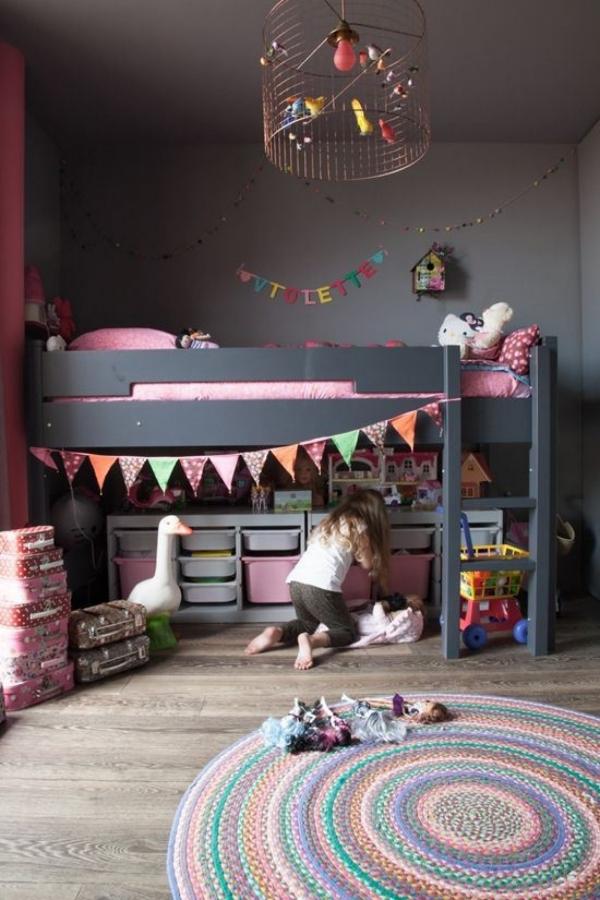lit enfant mezzanine murs en gris foncé