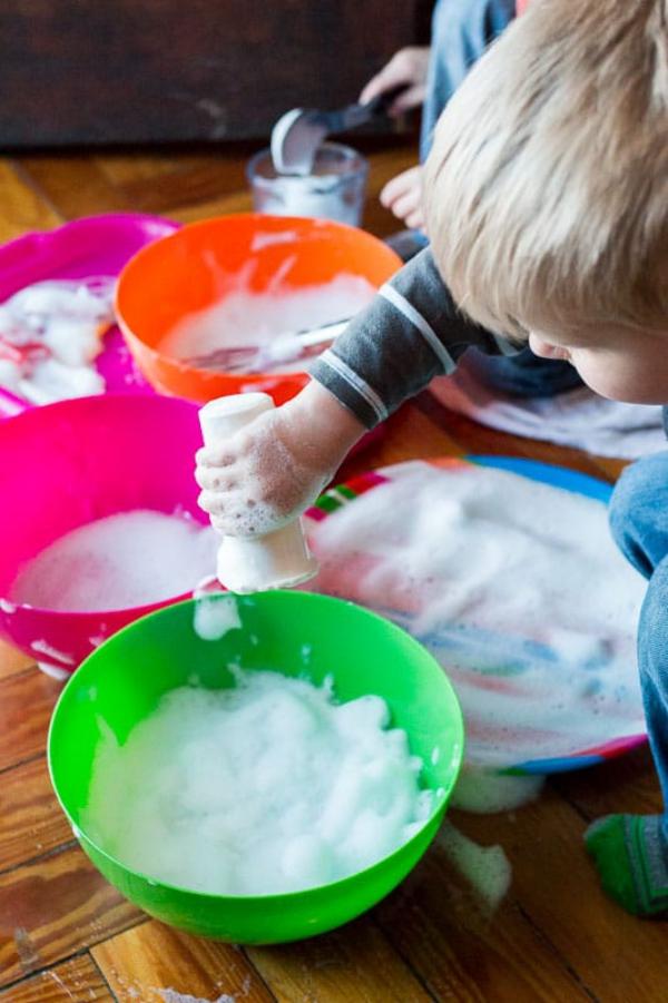 occuper les enfants faire de la neige