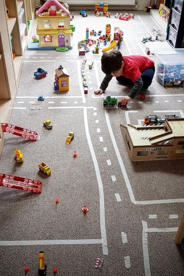 occuper les enfants jeu transport dans la ville