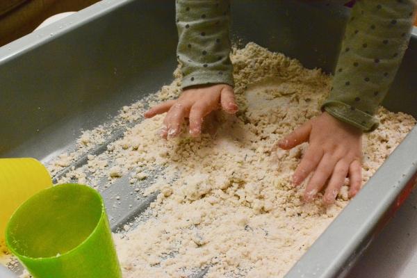 occuper les enfants modelage à la pâte à sel
