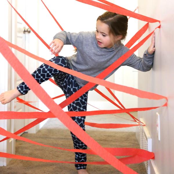 occuper les enfants passer un trajet avec des obstacles