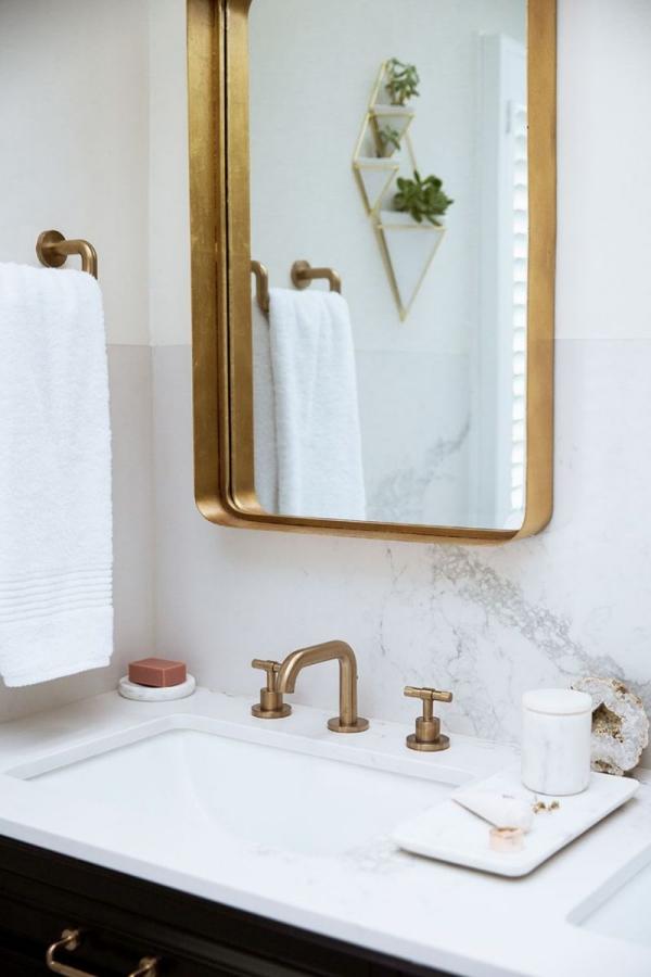 or couleur dans l'intérieur cadre doré du miroir