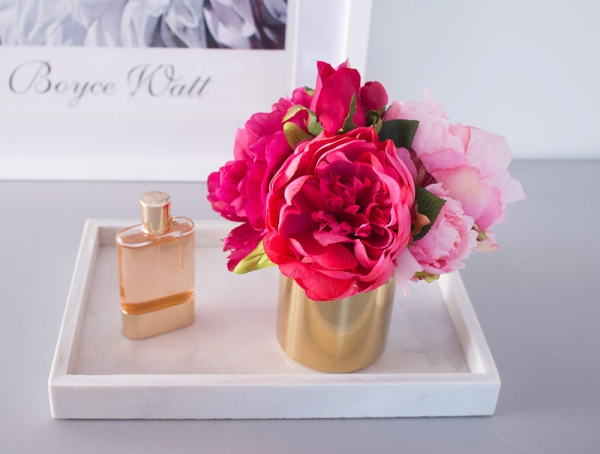 or couleur dans l'intérieur un vase doré