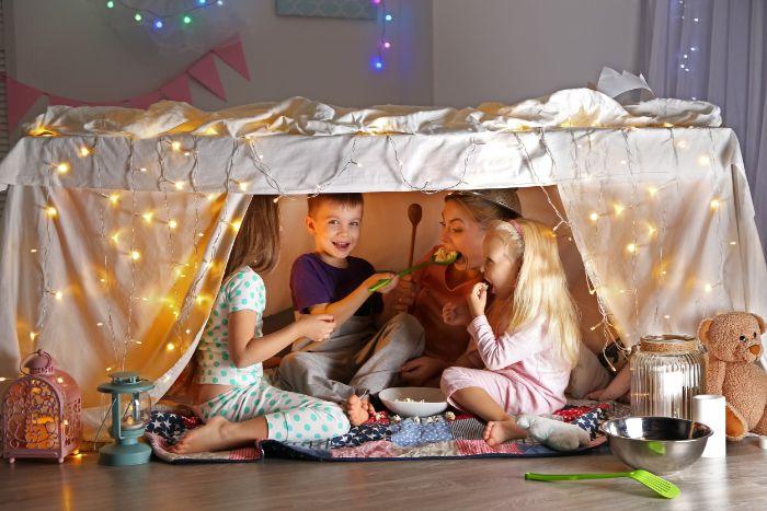 projet diy cabane intérieur enfant sous la table