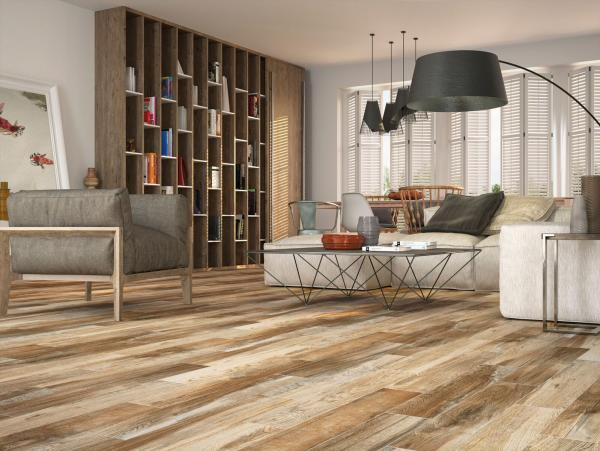 salon confortable carrelage imitation parquet