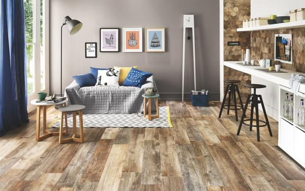 salon gris carrelage imitation parquet