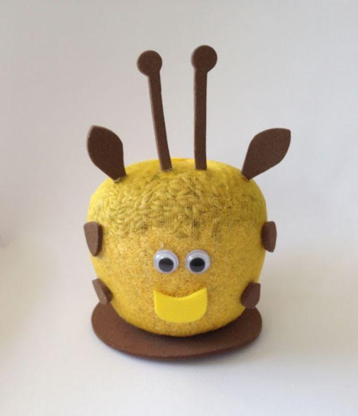 tête à gazon déco abeille projet diy