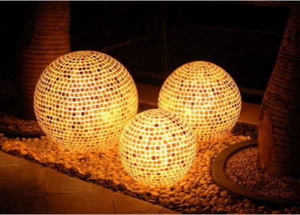 éclairage de jardin DIY de grosses boules lumineuses