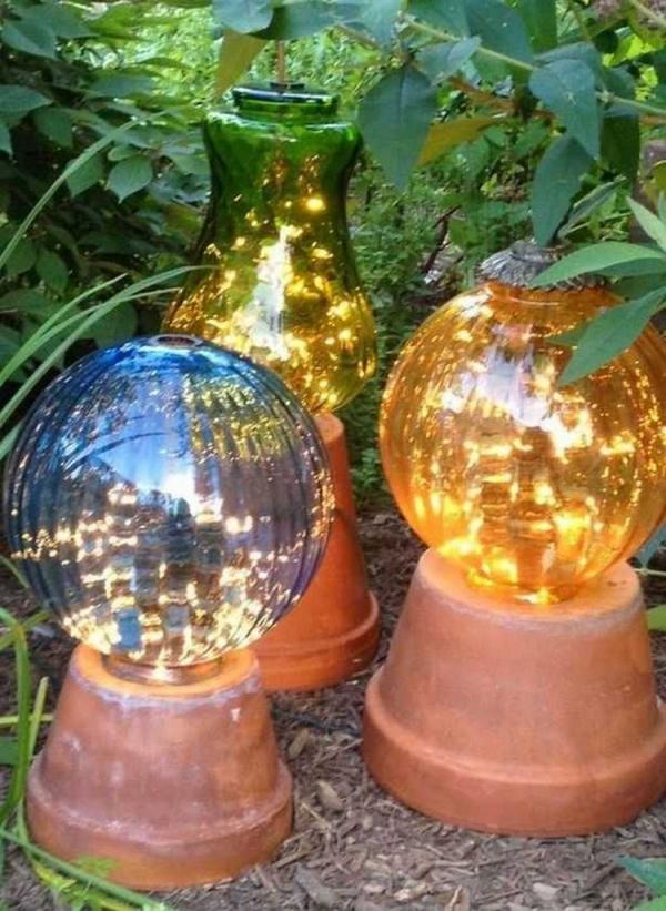 éclairage de jardin DIY des pots renversés