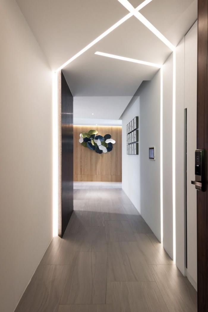 éclairage entrée et couloir des bandes lumineuses