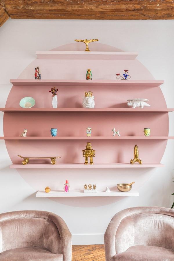 étagère murale décorative dans la gamme rose