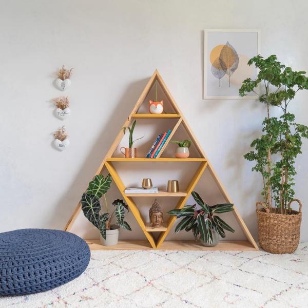étagère murale décorative en forme triangulaire
