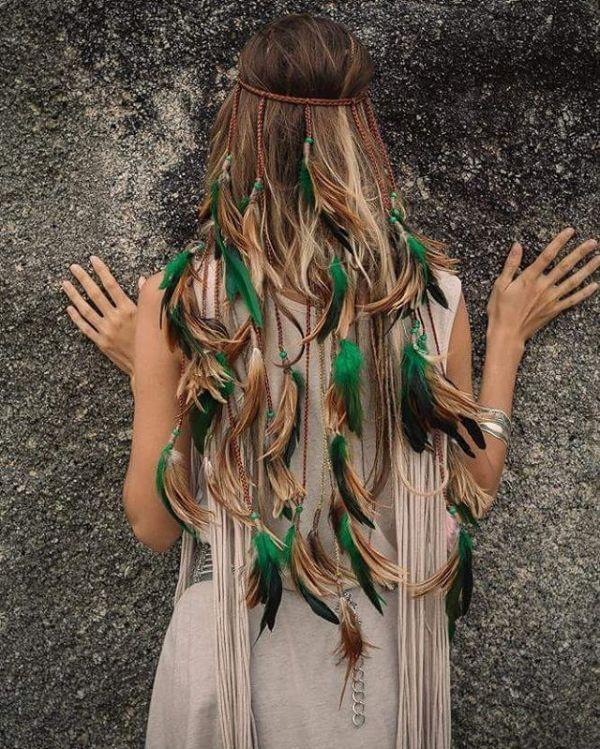 accessoire en cuir et plumes coiffure bohème 2020