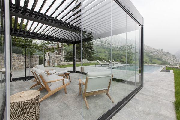 aménagement salon de jardin avec pergola bioclimatique