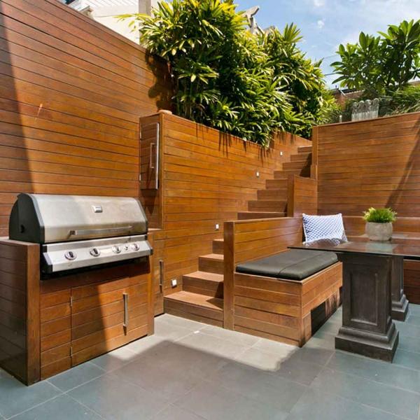 aménager un coin barbecue à un niveau plus bas