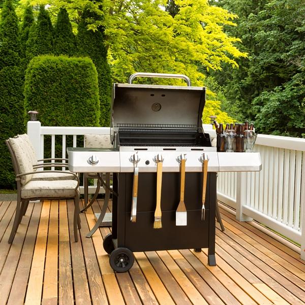 aménager un coin barbecue crochets sur le barbecue