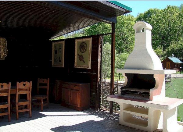 aménager un coin barbecue grille dans la cheminée