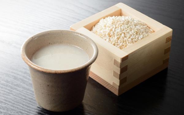 amazake une tasse de riz séché Koji et de deux tasses d'eau