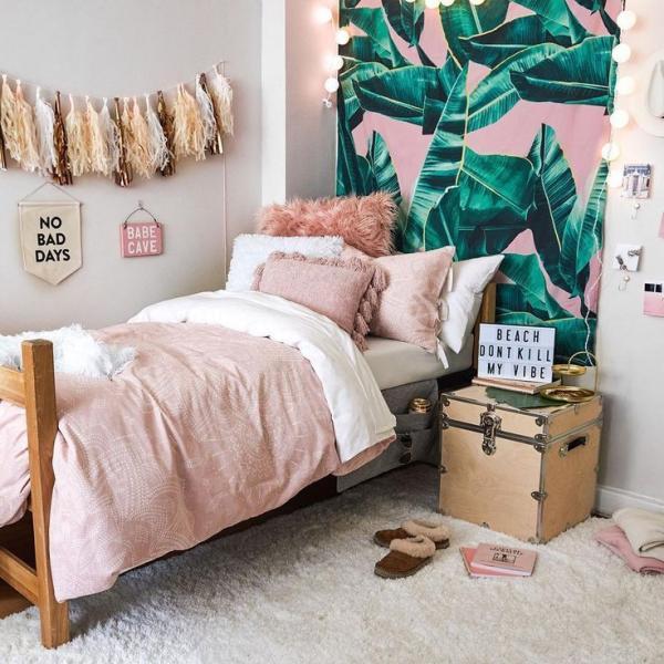 chambre ado mur d'accent papier peint aux motifs feuille de bananier